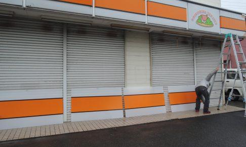 DSCN2536 486x290 - 小売店舗。古くなった看板の取り替え作業を担当させて頂きました。