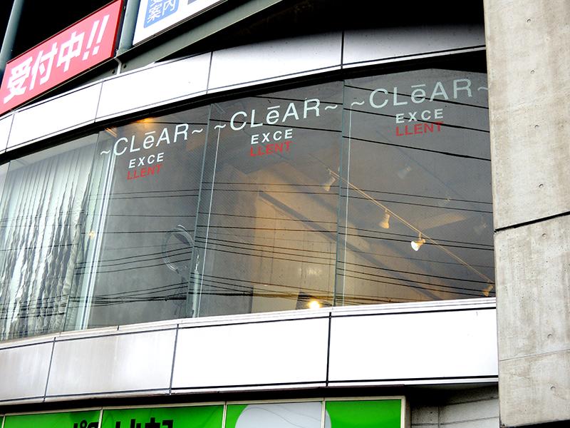 31 - 美容室の窓ガラスのカッティング施工を担当しました。