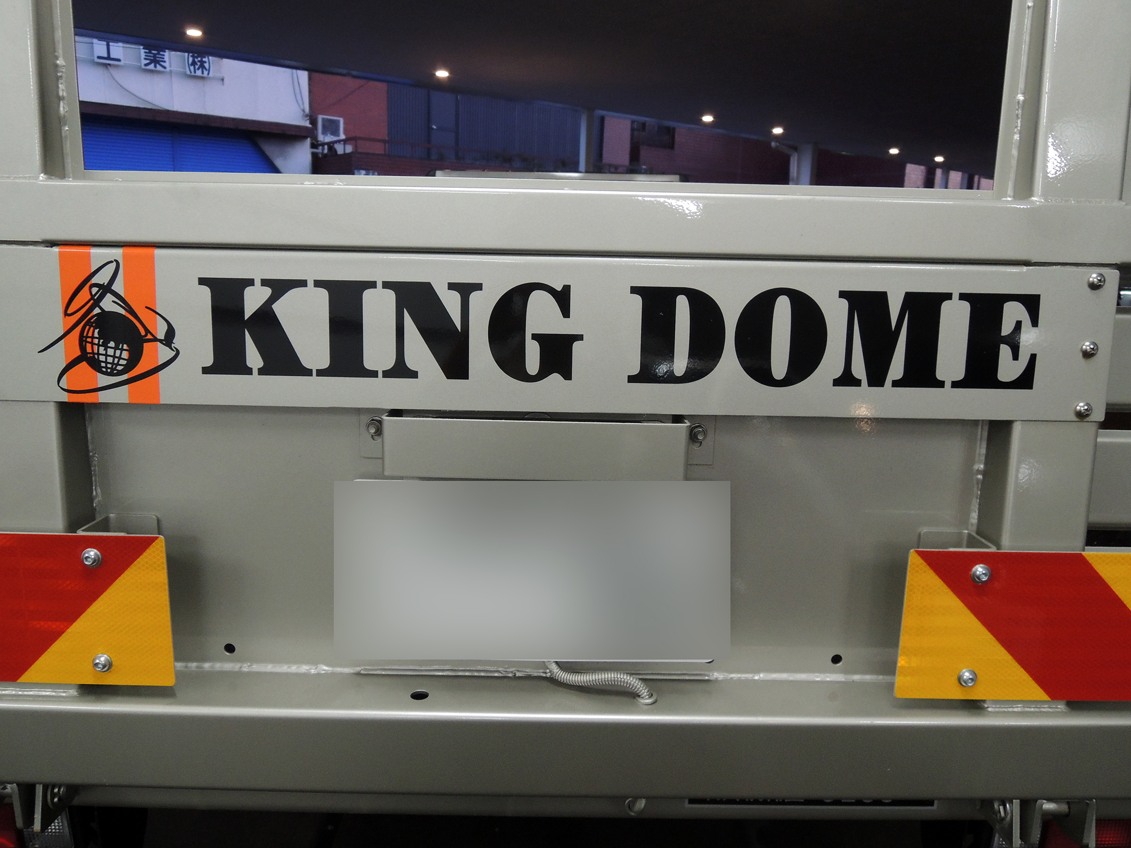 5 - 積載車のデザイン・シート施工を担当させて頂きました。