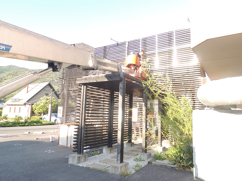 1 - 焼肉店の外観デザイン・看板施工を担当しました。