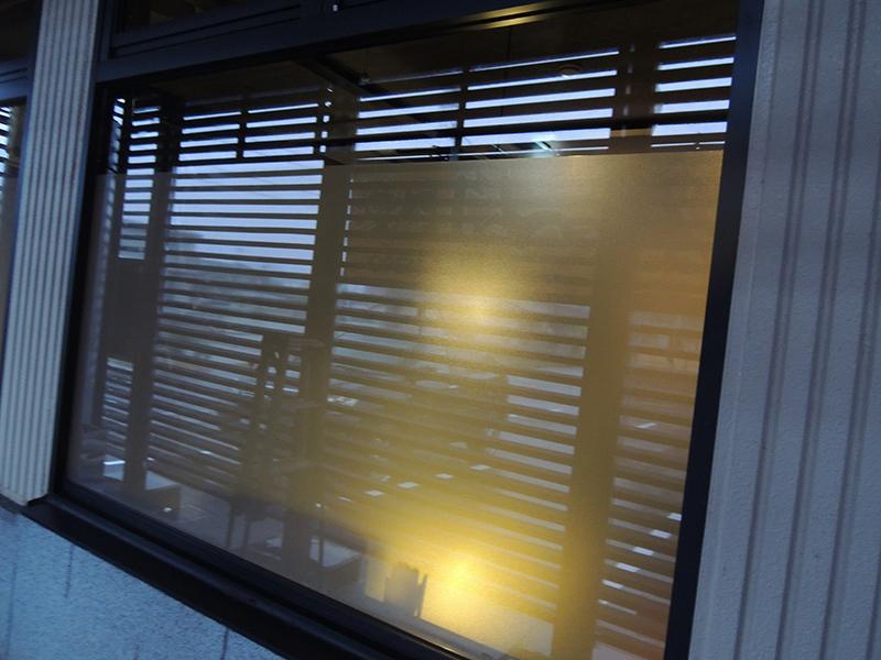13 - 焼肉店の外観デザイン・看板施工を担当しました。