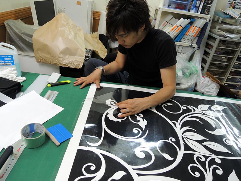 16 - キャバクラ店の内装の装飾デザイン・フィルム&看板施工を担当しました。