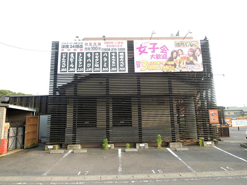 2 - 焼肉店の外観デザイン・看板施工を担当しました。