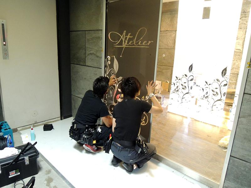 34 - キャバクラ店の内装の装飾デザイン・フィルム&看板施工を担当しました。