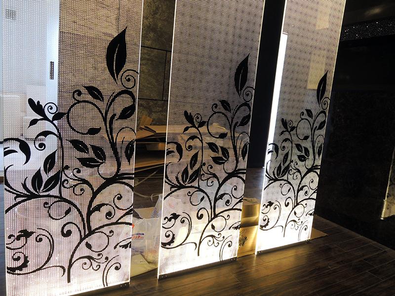 42 - キャバクラ店の内装の装飾デザイン・フィルム&看板施工を担当しました。