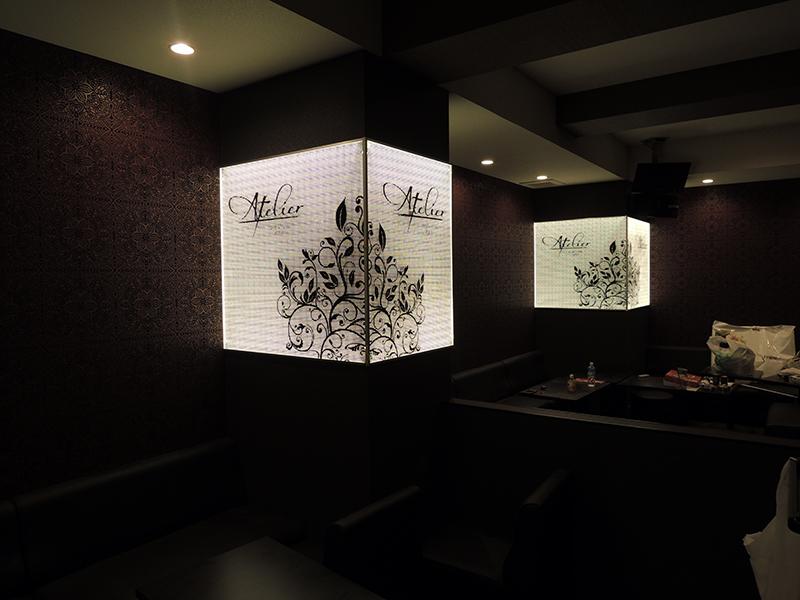 62 - キャバクラ店の内装の装飾デザイン・フィルム&看板施工を担当しました。