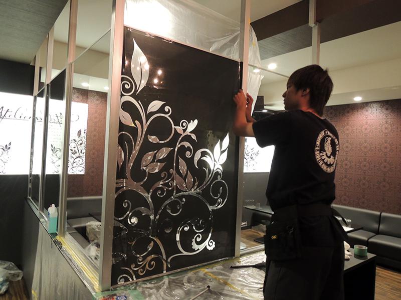 72 - キャバクラ店の内装の装飾デザイン・フィルム&看板施工を担当しました。