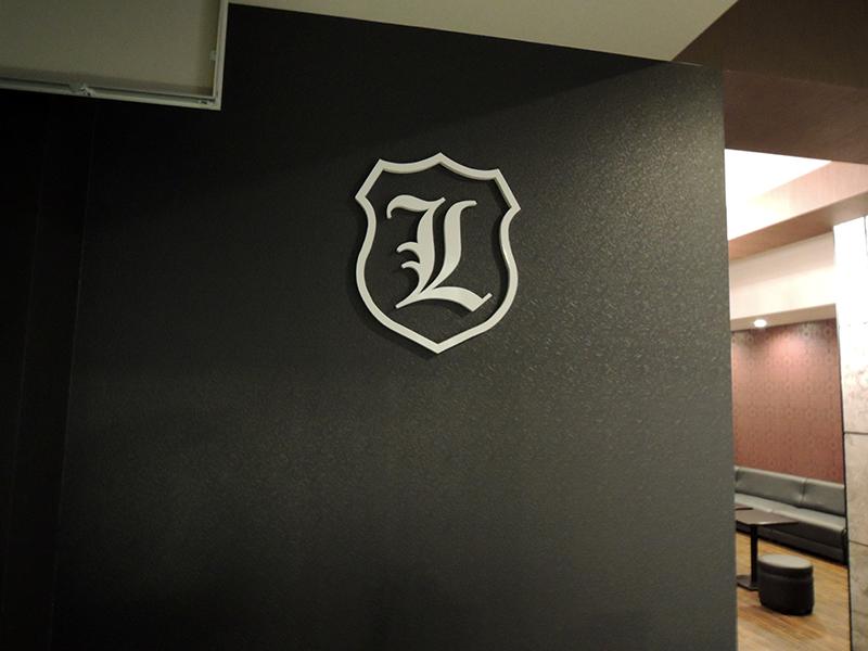 82 - キャバクラ店の内装の装飾デザイン・フィルム&看板施工を担当しました。