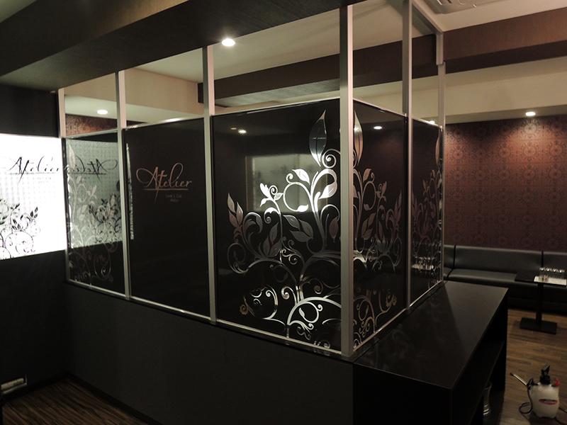 ai6 - キャバクラ店の内装の装飾デザイン・フィルム&看板施工を担当しました。