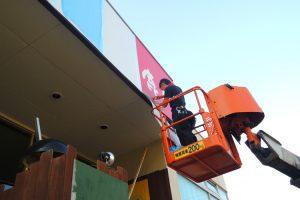 270805 1 300x200 - 新規OPENされる居酒屋の看板施工を担当しました。