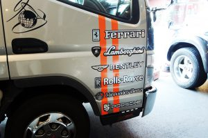 271225 3 300x200 - 積車のカッティングシート貼りを担当しました。(2台目のご注文)