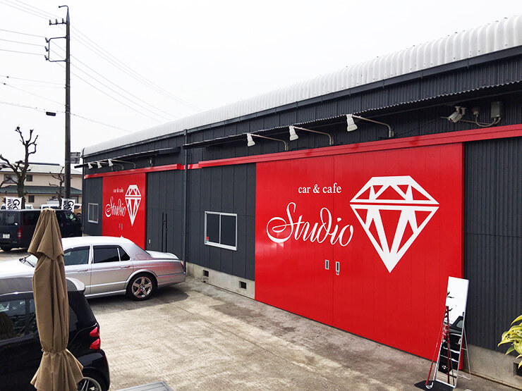 IMG 5035 - 一宮市の車屋様の社屋の扉の新設による看板施工を担当させていただきました。