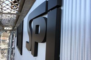 カルプ文字 アイキャッチ 300x200 - 【岐阜県各務原市】新しく建設された法人様の倉庫に、カルプ文字で会社のロゴの取り付けを行いました。