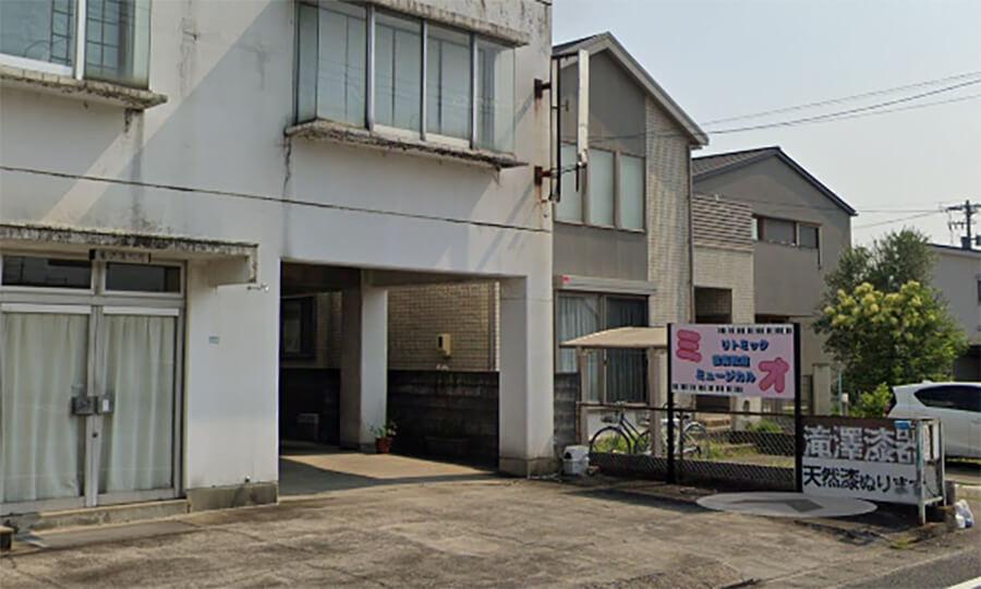 看板 元の場所 - 【岐阜県芥見】音楽教室様の店舗移転にともない、自立看板を撤去し、同じ看板を違う場所に移設する施工を担当いたしました。